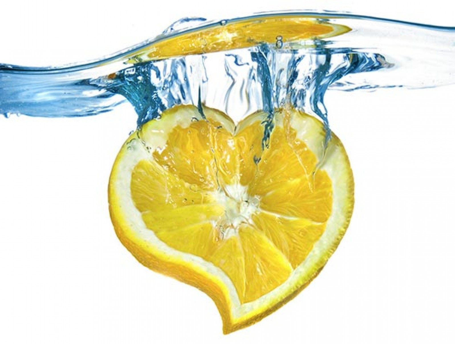 water with lemon reduces bloating